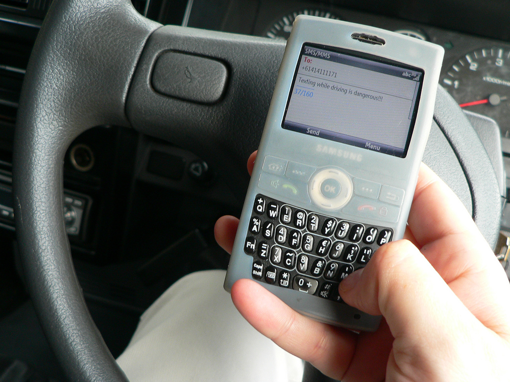 essay cell phones while driving A good thesis statement for the negatives of driving while on where cell phones have caused my essay about how using a cell phone while.